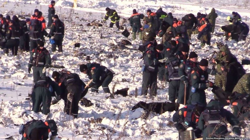 Поиски фрагментов тел погибших при крушении АН-148